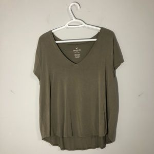 American Eagle soft and flowy army green vneck tee
